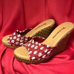 Adorable platform sandals 👡